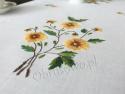 Ręcznie haftowany bieżnik lniany