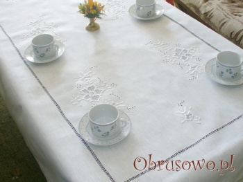 Ręcznie haftowany obrus lniany Róża makowska