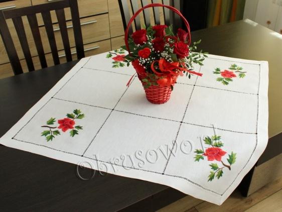 """Serweta haft ręczny """"Czerwone róże"""" 80x80 (64)"""
