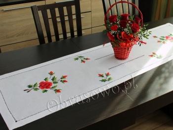 """Ręcznie haftowany bieżnik """"Czerwone Róże"""" 40x160"""