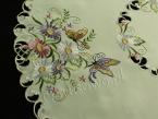 "Serweta haftowana Ø 85 ""Motyle na kwiatach"""