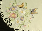 "Serweta haftowana Ø 60 ""Motyle na kwiatach"""