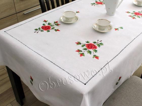 """Obrus z ręcznym haftem """"Czerwone róże"""" 145x185"""