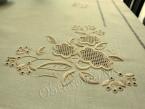 Obrus haftowany ręcznie 140x180 ekri