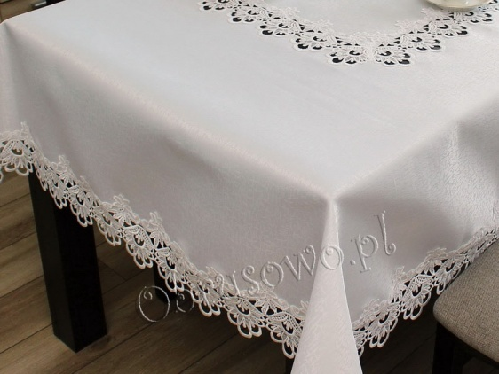 Kwadratowy obrus z gipiurą biały