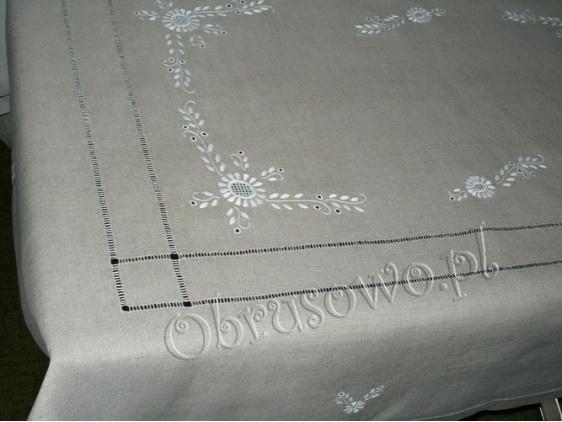Szary obrus lniany ręcznie haftowany