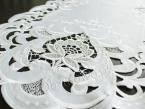 Pas dekoracyjny z haftem TINA 28x160 biały
