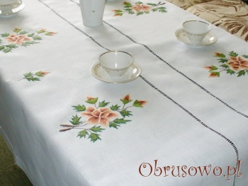 """Ręcznie haftowany obrus """"Brązowa Róża"""" 140x225"""